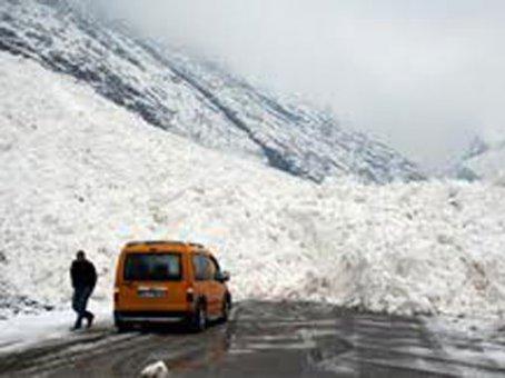 Doğu'da kar yağışı nedeniyle 395 köy yolu ulaşıma kapandı