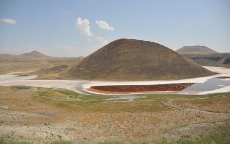 Dünyanın nazar boncuğu Meke Gölü kuruyor