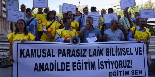 Eğitim-Sen üyeleri bakanlık önünde eylem yaptı