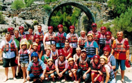 Eğitimciler Köprülü Kanyon'da rafting yaparak stres attı