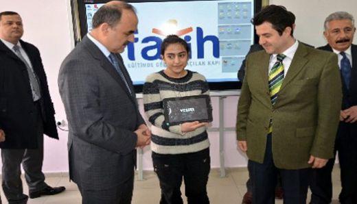 Elazığ'da tabletli eğitim başladı