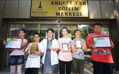 Engelli öğrenciler başarılarıyla göz doldurdu