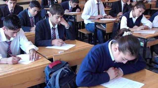 Enkaz okulda eğitim alıyorlar