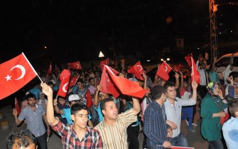 Etimesgut'ta terör olaylarına karşı binlerce kişi yürüdü
