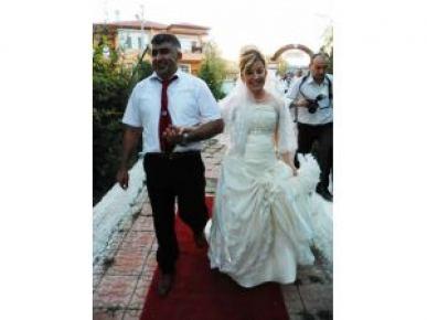 Evliliğinin 10. yılında eşine 'sürpriz olsun' diye, ikinci kez düğün yaptı
