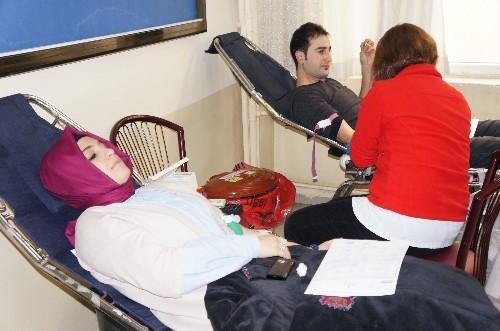 FEM öğrenci ve öğretmenleri Kızılay'a toplu kan bağışı yaptı