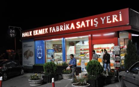 Halk Ekmek, fabrika önündeki büfede 24 saat satış yapıyor