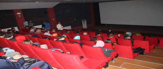 Hastalar sinemada stres attı