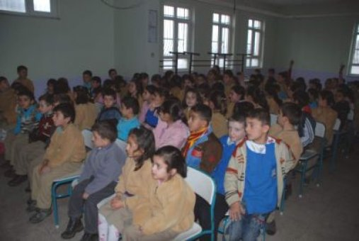 İlkokul öğrencilerine trafik dersi