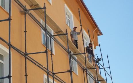 İnşaat işçileri, sıcak altında çalışırken orucu ihmal etmiyorlar