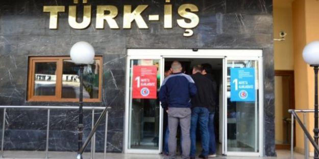 İşçiler Türk İş Genel Merkezini bastı