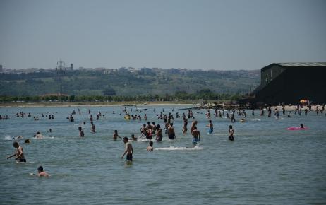 İstanbul'da sıcak havayı gören sahile koştu