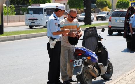 Kasksız ve gürültü kirliliği yapan motosiklet sürücüleri yakın takipte