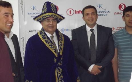 Kazakistan milli kıyafetini giyen Başkan Boysan: Olimpiyatlara hazırız