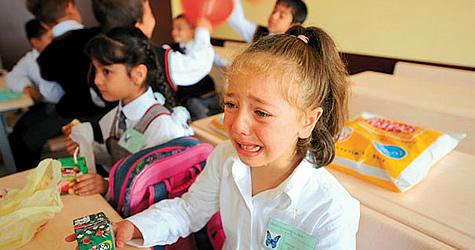 Kız öğrenci öğretmenine tekme attı!