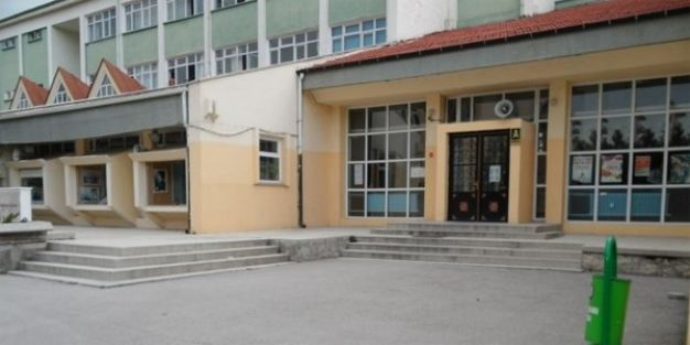 Kız öğrenci bayan öğretmeni dövdü iddiası