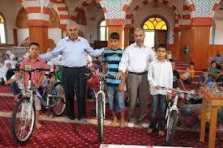 Kur'an öğrenen öğrencilere hediye yağmuru