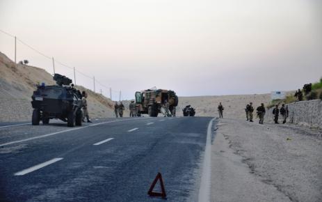 Mardin'de yol kesen PKK'dan mayınlı tuzak: 1 asker yaralı