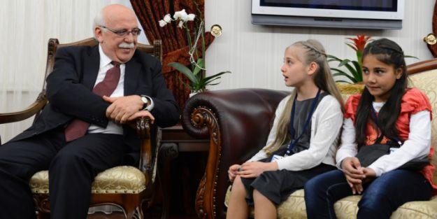 MEB Bakanı Nabi Avcı koltuğunu çocuklara devretti İZLE
