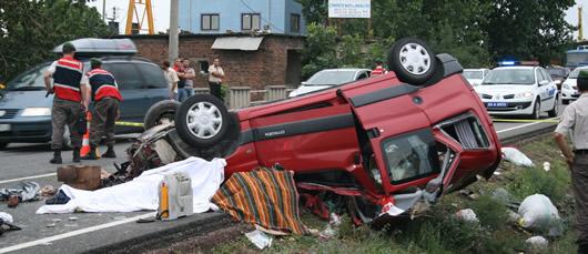 Milli Eğitim Şube Müdürü ile eşi ve çocuğu kazada öldü