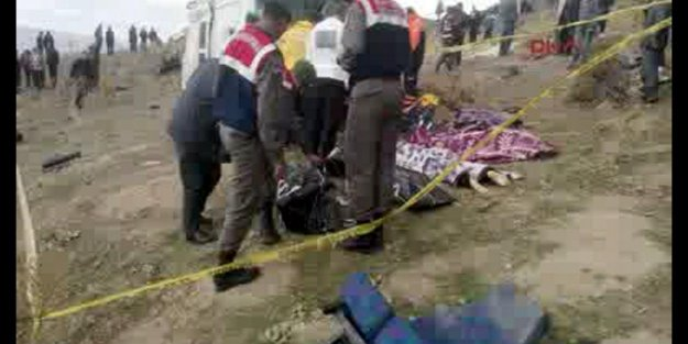 Öğrenci Minibüsü Kaza Yaptı 7 Ölü 20 Yaralı