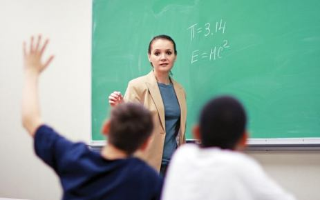 Öğretmen, eğitim hizmeti uzmanı olabilir