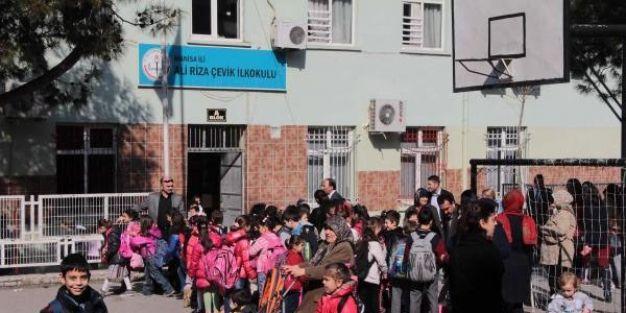 Öğretmen, 4 öğrencisine cinsel taciz iddiasından tutuklandı