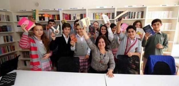 Öğretmen bir tweet attı 10 bin kitap geldi