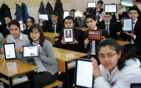 Öğretmen ve öğrencilere 62 bin 800 tablet dağıtıldı...