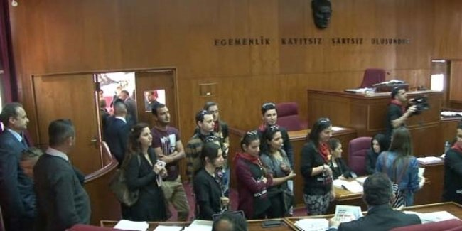 Öğretmenler meclisi bastı