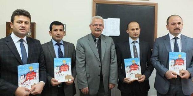 Öğretmenler, öğrenciler için tatil kitapları hazırladı