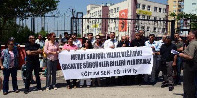 Öğretmenlerden okul önünde 'sürgün' protestosu