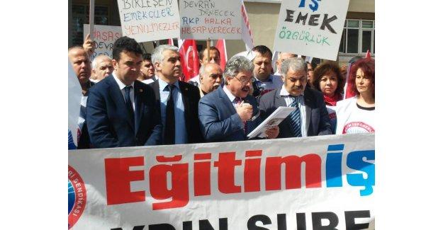 Öğretmenlere Verilen Sürgün Cezası Protesto Edildi