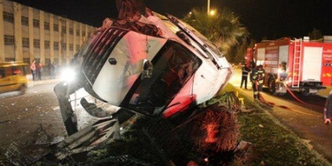 Öğretmenleri taşıyan minibüs kaza yaptı: 24 yaralı