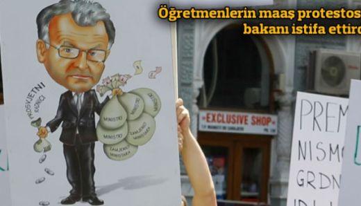 Öğretmenlerin maaş protestosu bakanı istifa ettirdi