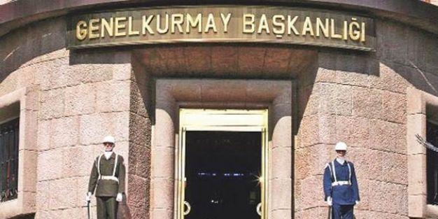 Okul bahçesindeki Türk Bayrağı'nı indirip yırttılar