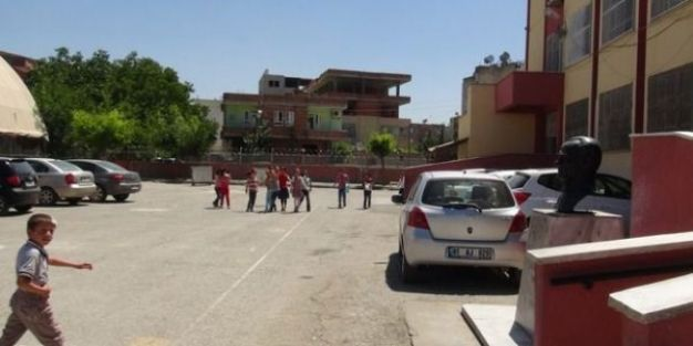 Okul ve öğretmen araçlarına saldırılar arttı