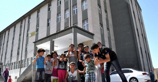 Okullardaki sığınmacıların sevki başlıyor