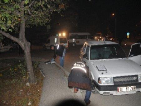 Polis, bulduğu çalıntı arabayı sahibine teslim etti
