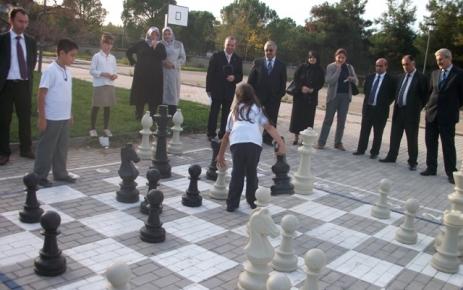Öğrenciler, Bahçe Satrancı Turnuvası'nda ter döktü