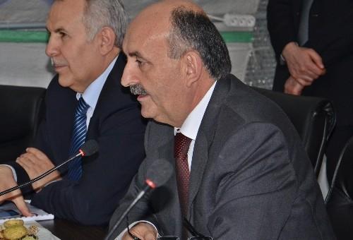 Sağlık Bakanı Müezzinoğlu, çadır kentteki Suriyelileri ziyaret etti