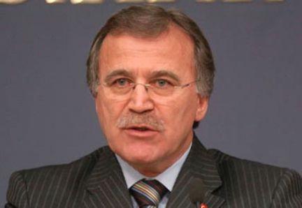 Şahin 2013'te 40 bin öğretmen alınacak