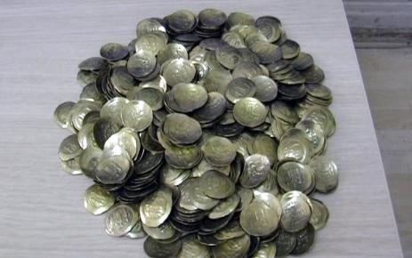Sahte Bizans parasını polise satarken yakalandılar