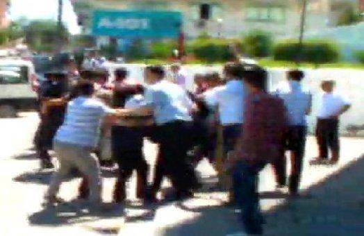 Silivri Adliyesi önünde döner bıçaklı kavga: 3 yaralı