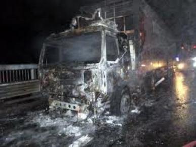 Suriye-Türkiye sınır kapısında 12 Türk TIR'ı yandı
