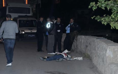 Taksiciyi öldürüp aracını gasp ettiler