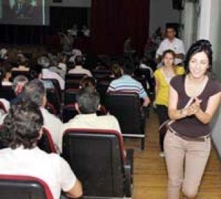Telekonferans'ta Bakan Dinçer'e protesto