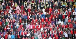 10 bin öğrenci tribünde aynı anda kitap...