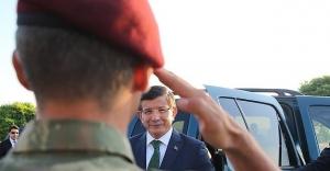 Davutoğlu'ndan 'Bordo Bereliler'e ziyaret