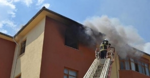 Özel erkek öğrenci yurdunda yangın paniği
